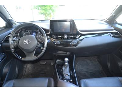 TOYOTA C-HR 122h Dynamic 2WD E-CVT photo #9