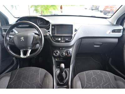 PEUGEOT 2008 1.2 PureTech 82ch BVM5 Active photo #10