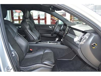 VOLVO XC60 D4 AWD 197 ch Geartronic 8 R-Design photo #10