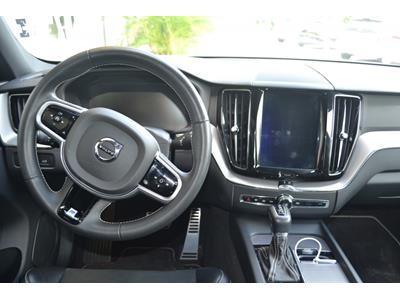 VOLVO XC60 D4 AWD 197 ch Geartronic 8 R-Design photo #12