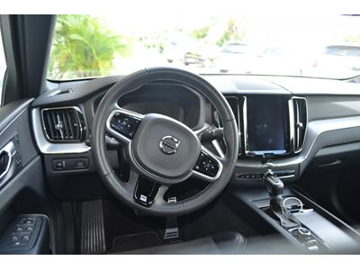 VOLVO XC60 D4 AWD 197 ch Geartronic 8 R-Design photo #13