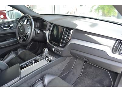 VOLVO XC60 D4 AWD 197 ch Geartronic 8 R-Design photo #17